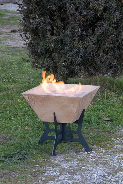 ethanol fireplace biokominek altrofuoco stone 02 La biochimenea como una inspiración para los diseñadores de los jardines.