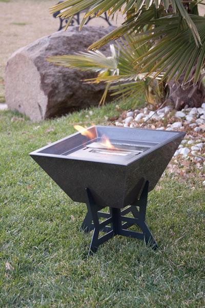 ethanol fireplace biokominek altrofuoco stone 03 La biochimenea como una inspiración para los diseñadores de los jardines.